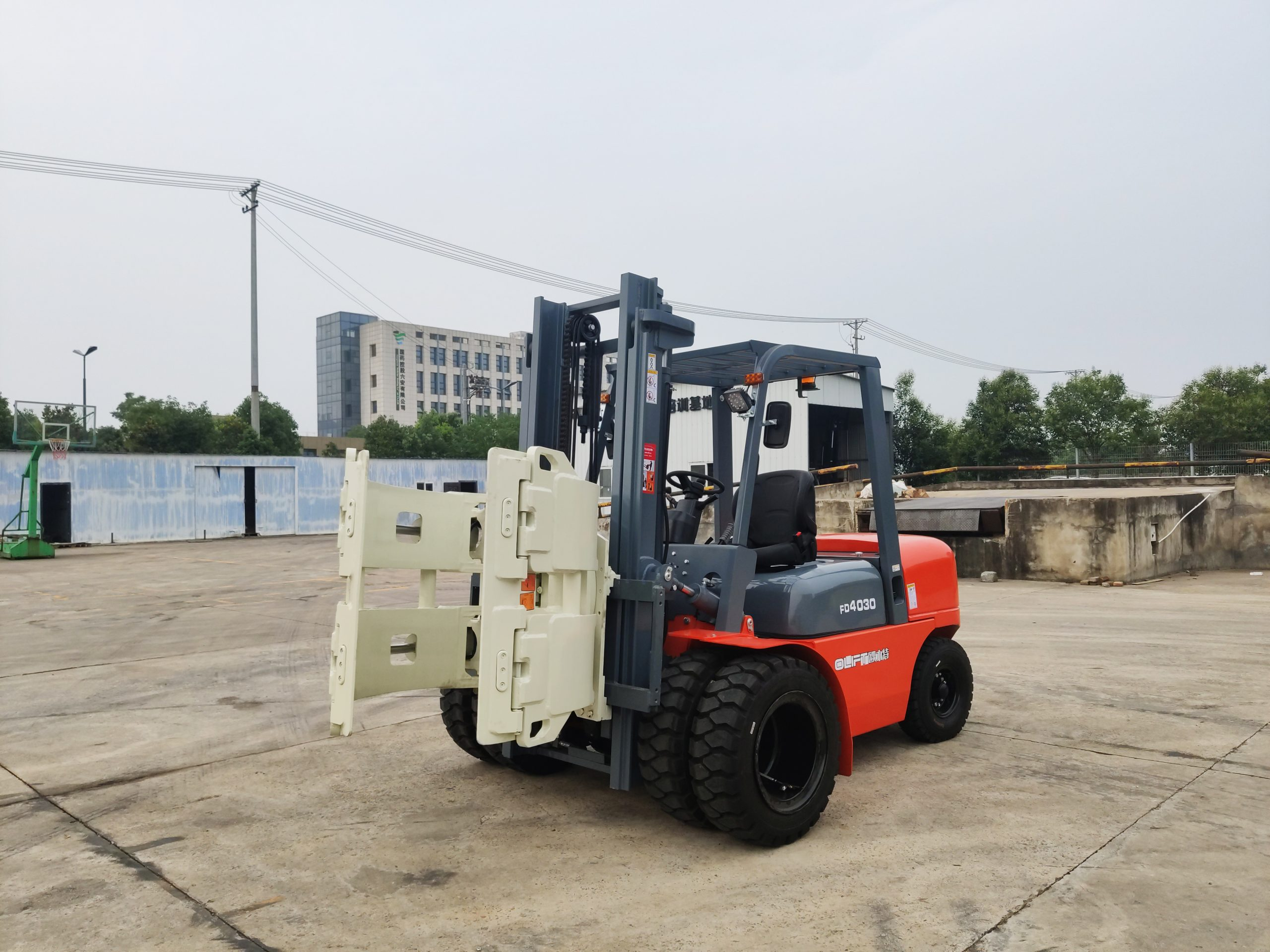 Forklift Truck with Paper Roll Clamp